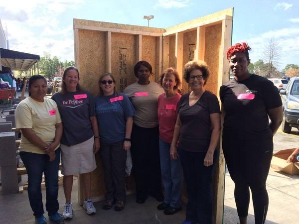 women build volunteer